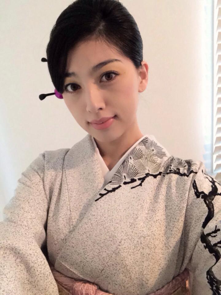 Miss(Miyavi ) Saori-Kimono 3.jpg