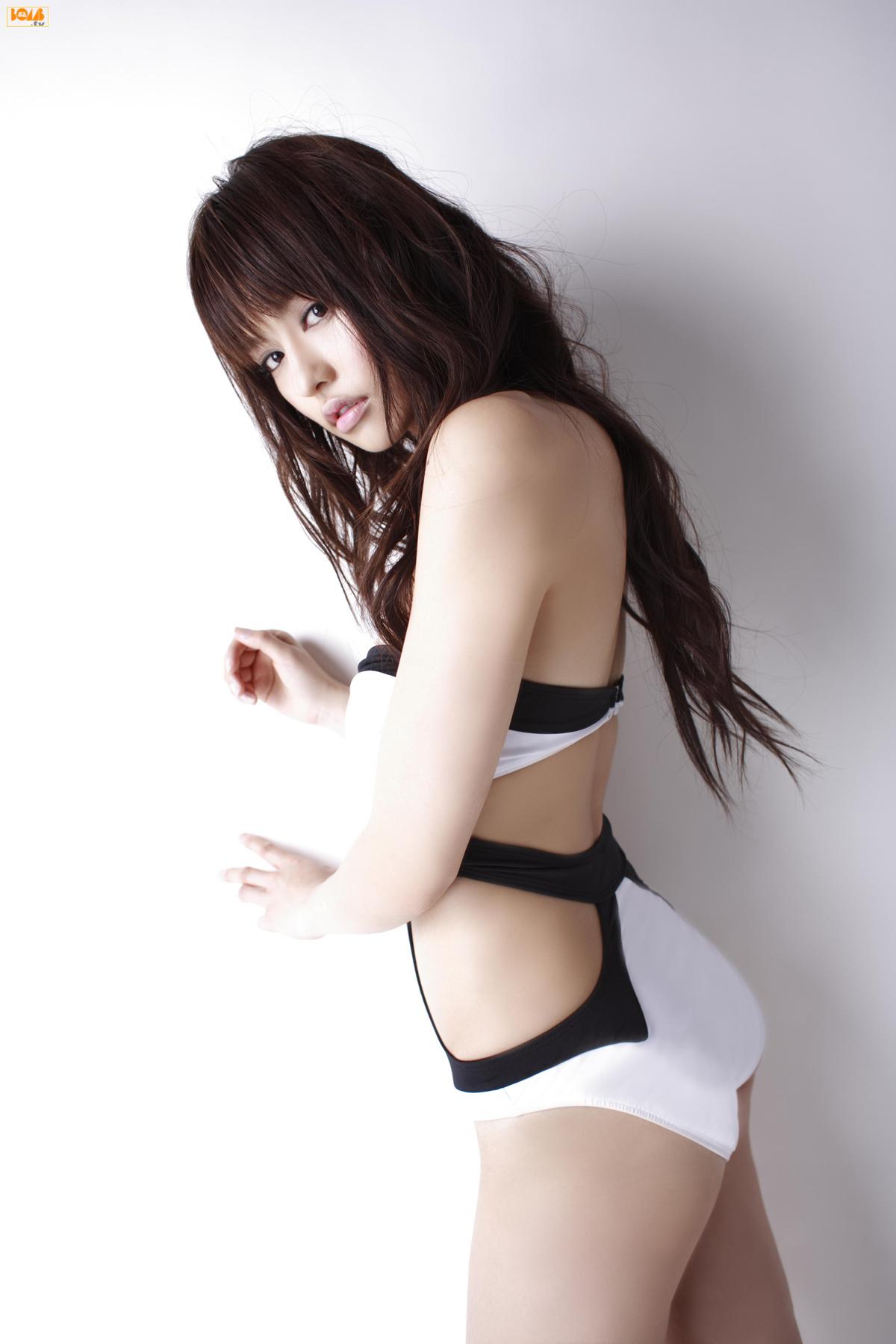 [Bomb.tv] 2007.05 Yuriko Shiratori 白鳥百合子 [48P22MB] 09030